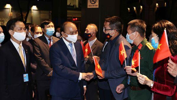 Cán bộ Đại sứ quán tại Hoa Kỳ và Phái đoàn thường trực Việt Nam tại Liên hợp quốc đón Chủ tịch nước Nguyễn Xuân Phúc. - Sputnik Việt Nam