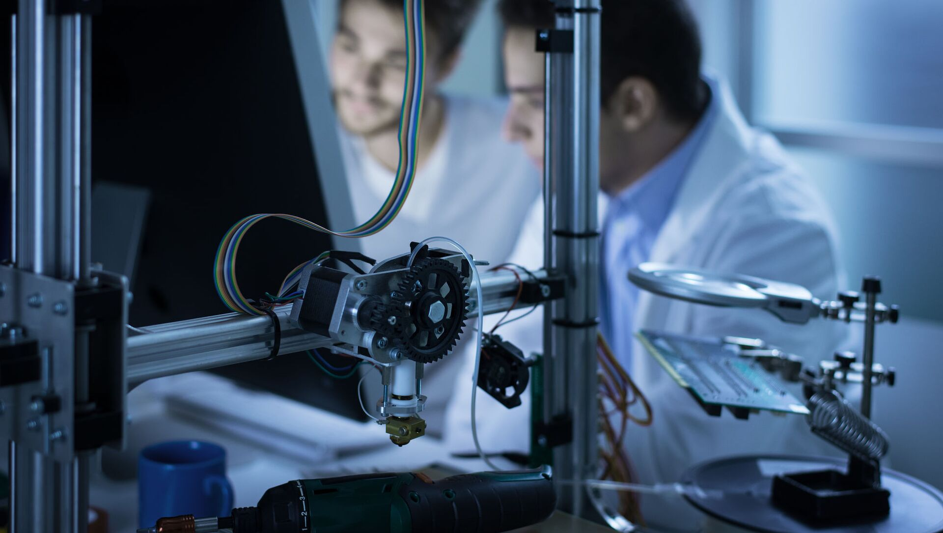 Các nhà khoa học làm việc trên máy in 3D - Sputnik Việt Nam, 1920, 21.09.2021
