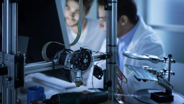 Các nhà khoa học làm việc trên máy in 3D - Sputnik Việt Nam