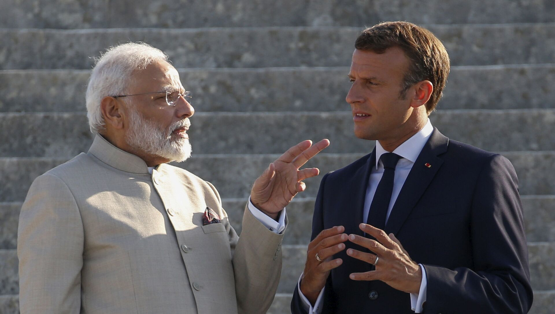 Thủ tướng Ấn Độ Narendra Modi và Tổng thống Pháp Emmanuel Macron  - Sputnik Việt Nam, 1920, 21.09.2021