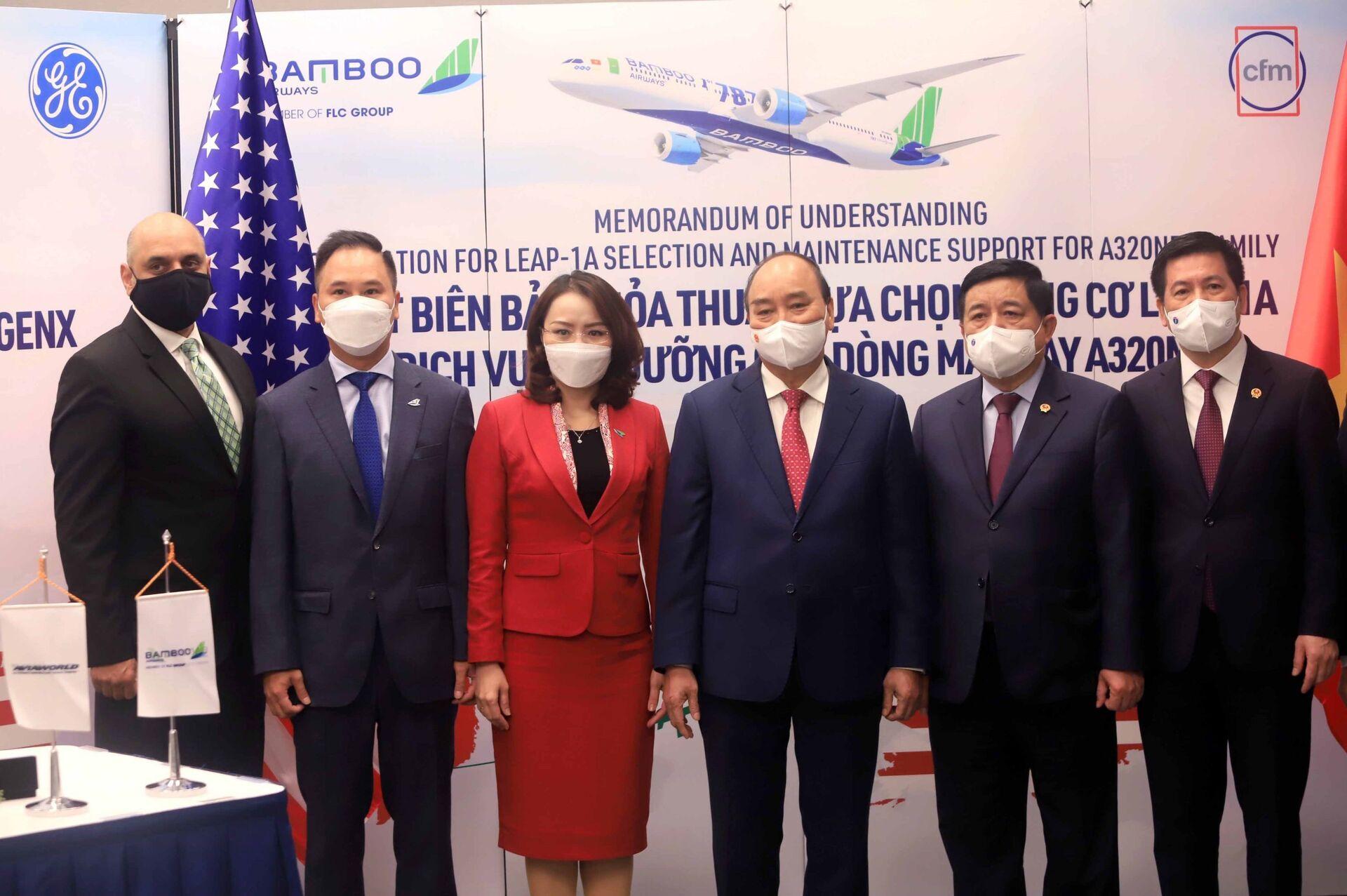 Sáng 21/9/2021, tại thành phố New York, Hoa Kỳ, Chủ tịch nước Nguyễn Xuân Phúc chứng kiến Lễ ký văn kiện hợp tác giữa Bamboo Airways và các đối tác GE, CFM International, AviaWorld LCC. - Sputnik Việt Nam, 1920, 05.10.2021