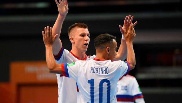Các cầu thủ của đội tuyển futsal quốc gia Nga trong trận đấu với các cầu thủ của đội tuyển Việt Nam trong trận chung kết 1/8 - Sputnik Việt Nam