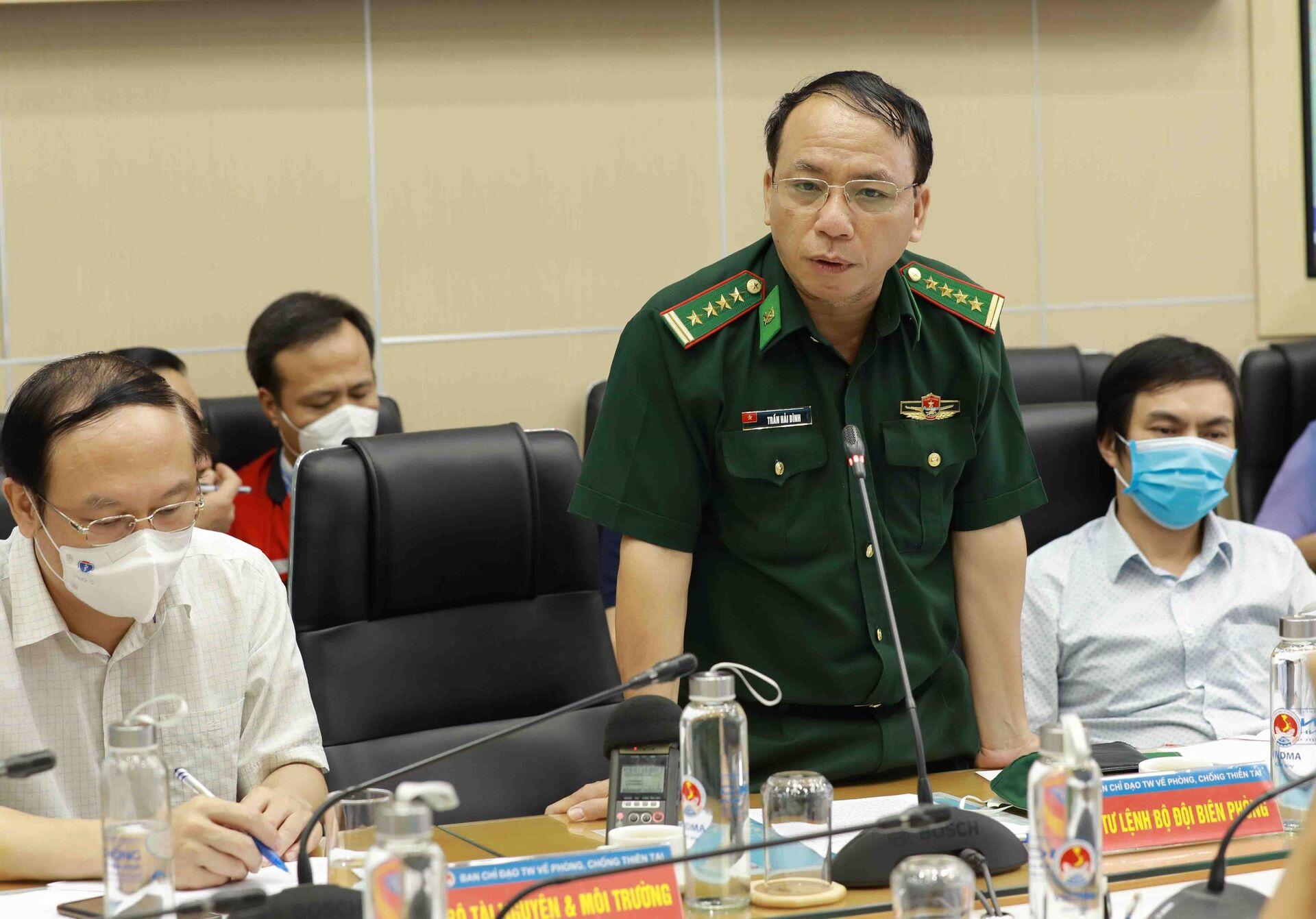 Đại diện Bộ đội Biên phòng báo cáo về công tác chuẩn bị ứng phó với bão số 6. - Sputnik Việt Nam, 1920, 05.10.2021