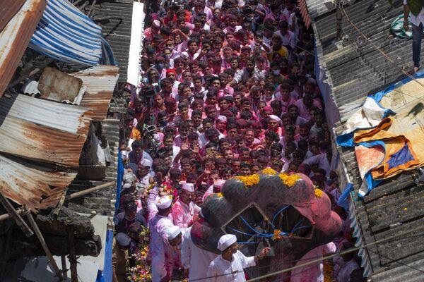 Các thành viên tham gia Lễ hội Ganesh Chaturthi ở Mumbai, Ấn Độ - Sputnik Việt Nam
