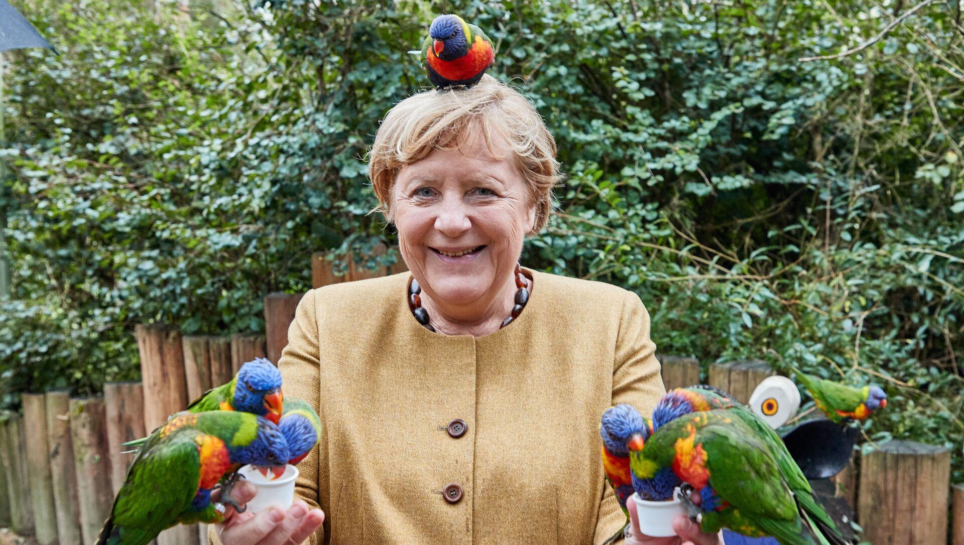Thủ tướng Đức Angela Merkel trong Vườn chim ở Marlow - Sputnik Việt Nam, 1920, 24.09.2021