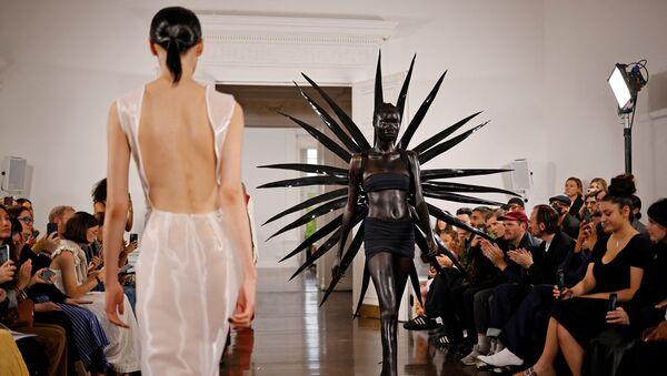 Trình diễn Fashion East trong khuôn khổ Tuần lễ thời trang London, Vương quốc Anh - Sputnik Việt Nam