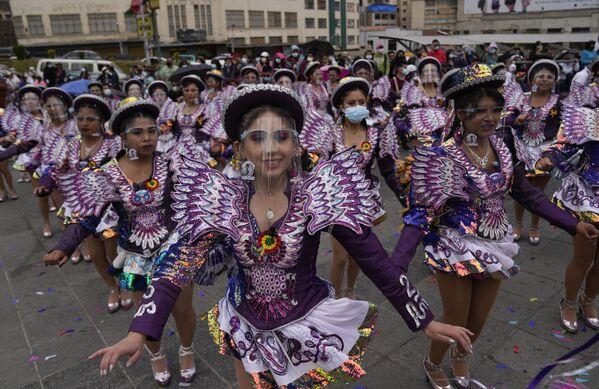 Các vũ công trong lễ hội «El Caporal» ở La Paz, Bolivia - Sputnik Việt Nam