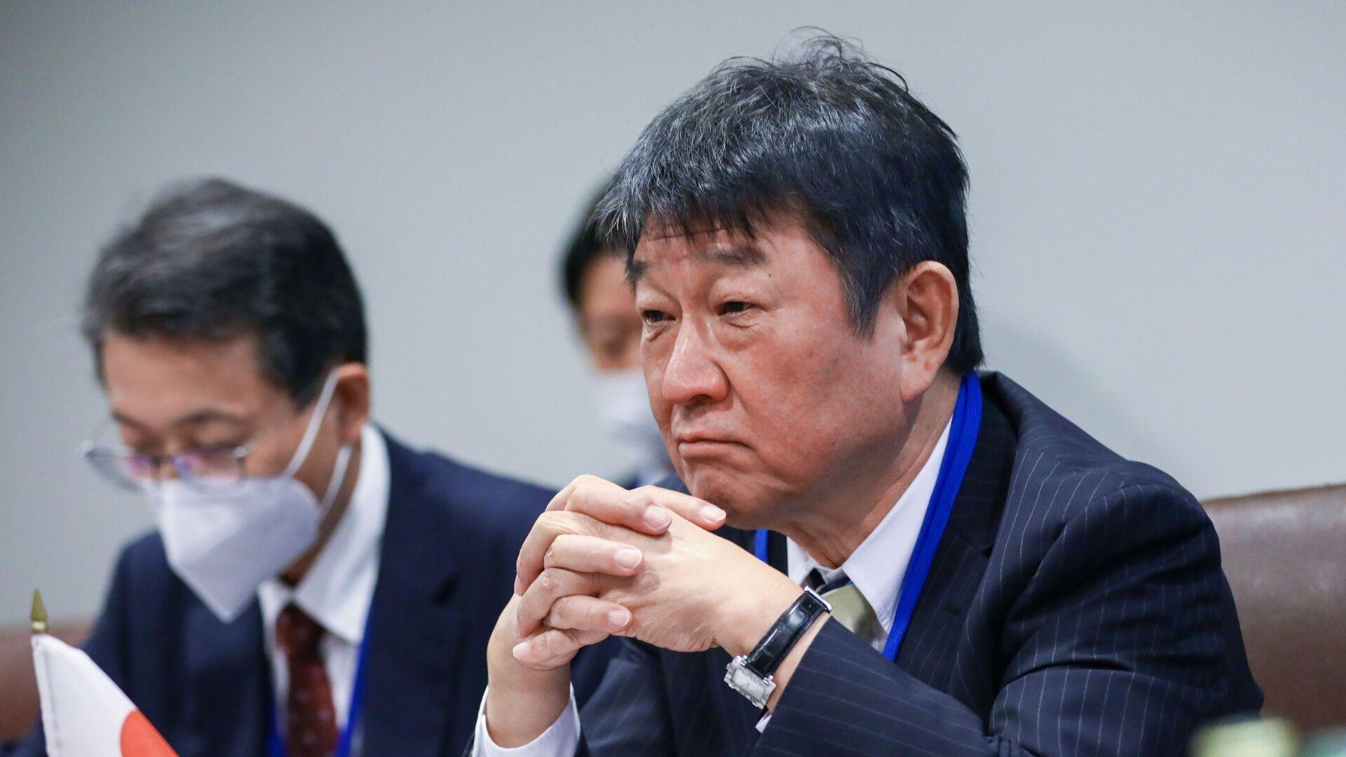 Ngoại trưởng Nhật Bản Toshimitsu Motegi trong cuộc gặp với Ngoại trưởng Nga Sergei Lavrov bên lề khóa họp thứ 76 của Đại hội đồng LHQ tại New York - Sputnik Việt Nam, 1920, 24.09.2021