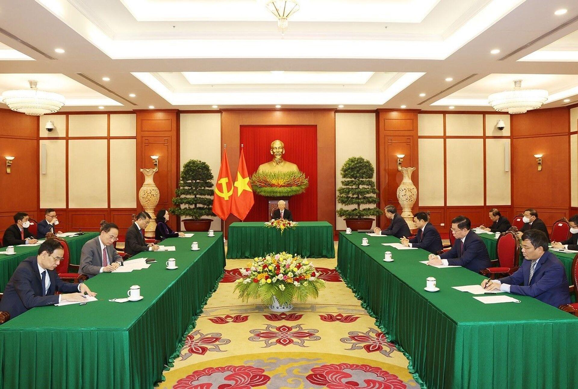 Tổng Bí thư Nguyễn Phú Trọng điện đàm với Tổng Bí thư, Chủ tịch nước Trung Quốc Tập Cận Bình. - Sputnik Việt Nam, 1920, 05.10.2021