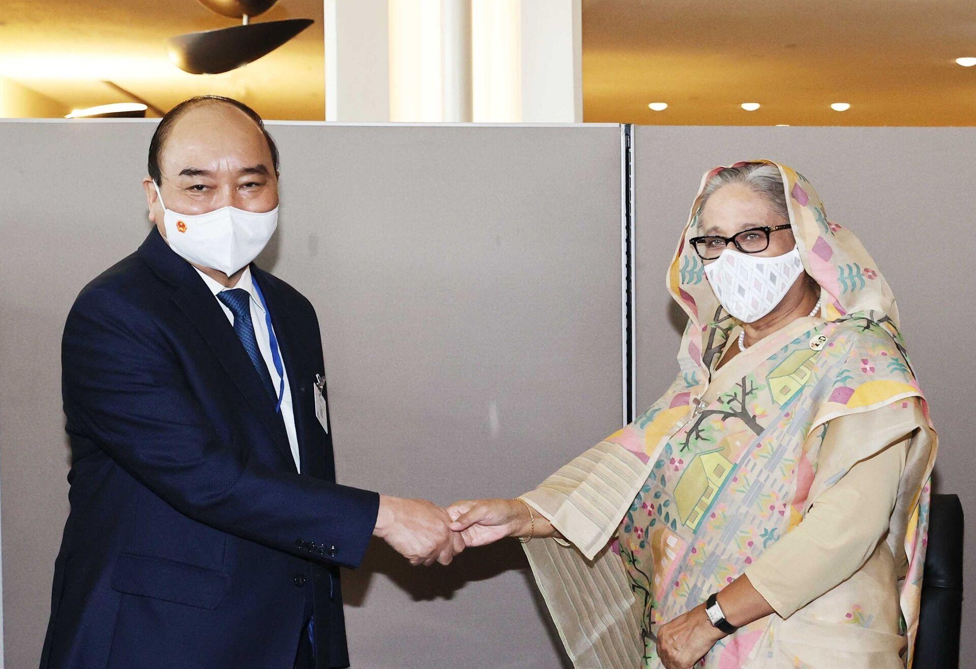 Chủ tịch nước Nguyễn Xuân Phúc gặp Thủ tướng Bangladesh Sheikh Hasina. - Sputnik Việt Nam, 1920, 05.10.2021