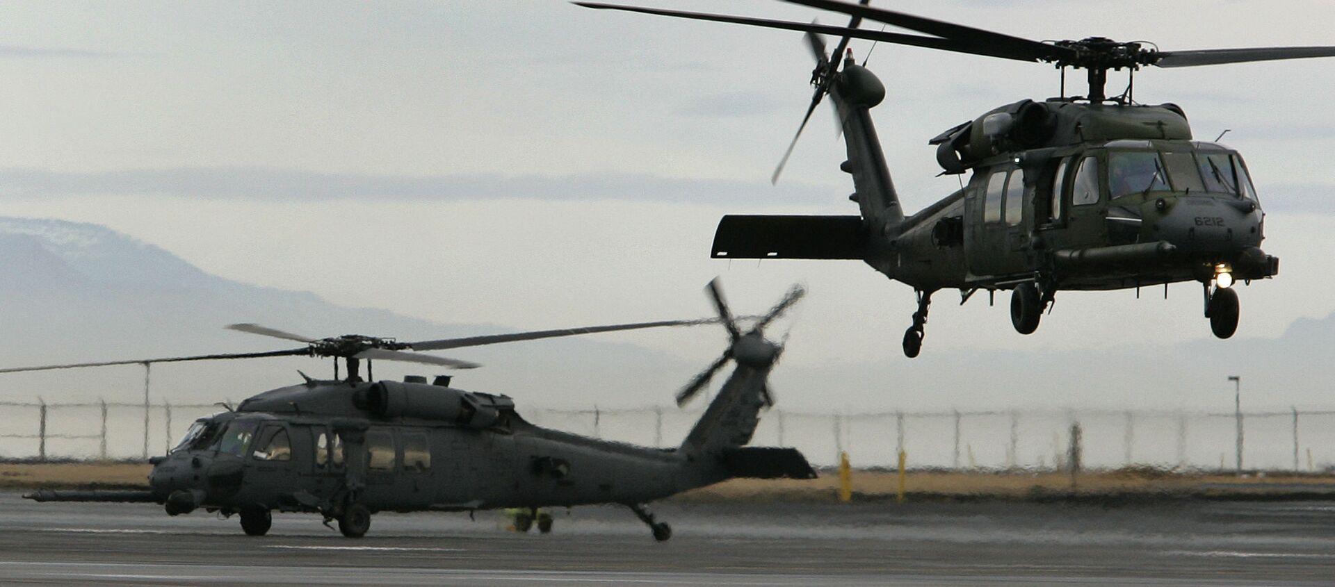 Máy bay trực thăng quân sự Mỹ tại căn cứ không quân Keflavik ở Iceland - Sputnik Việt Nam, 1920, 24.09.2021