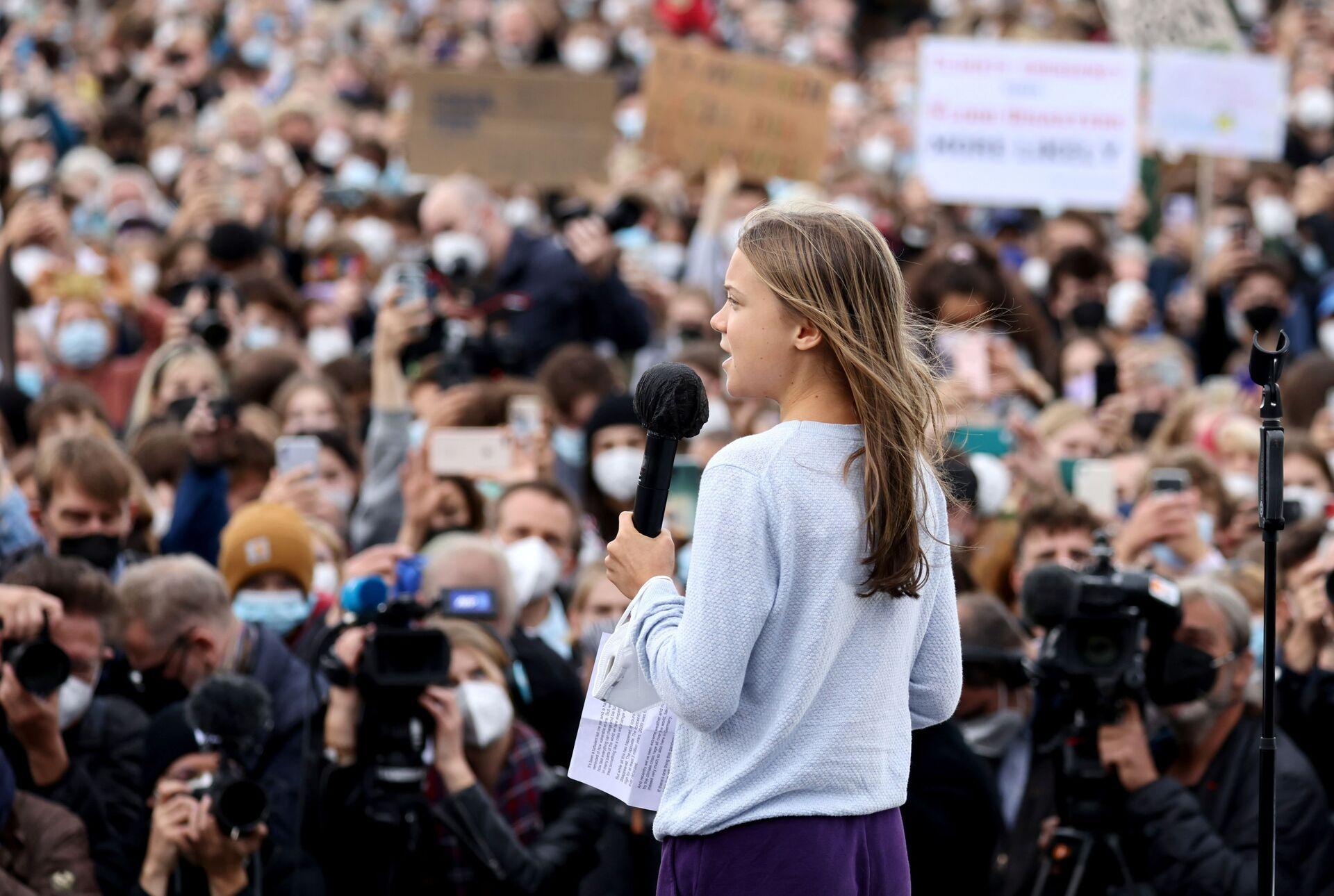 Nhà hoạt động môi trường Greta Thunberg phát biểu trong cuộc mit tinh bảo vệ khí hậu toàn cầu ở Berlin, Đức - Sputnik Việt Nam, 1920, 05.10.2021