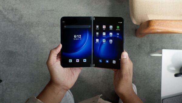 Điện thoại Surface Duo 2 của Microsoft  - Sputnik Việt Nam