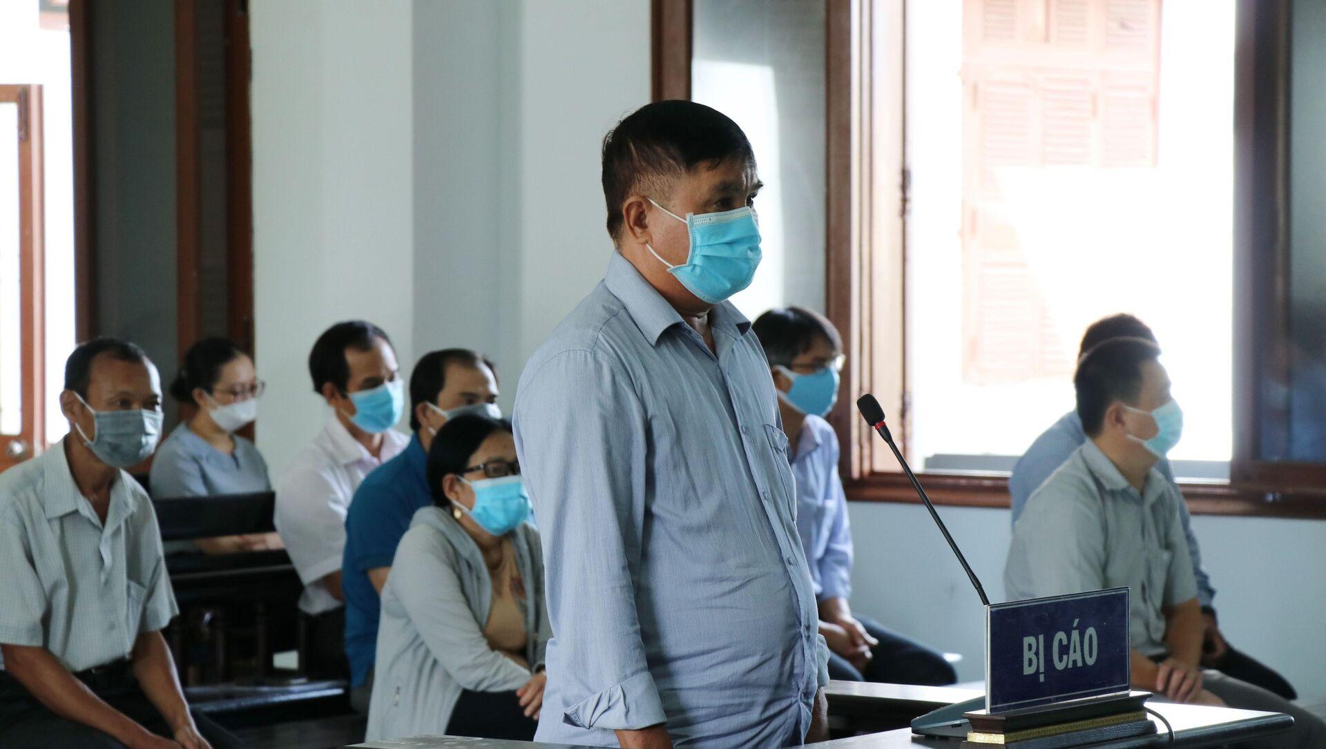 Bị cáo Phạm Văn Dũng, nguyên Phó Giám đốc Sở Nội vụ Phú Yên tại phiên tòa - Sputnik Việt Nam, 1920, 25.09.2021