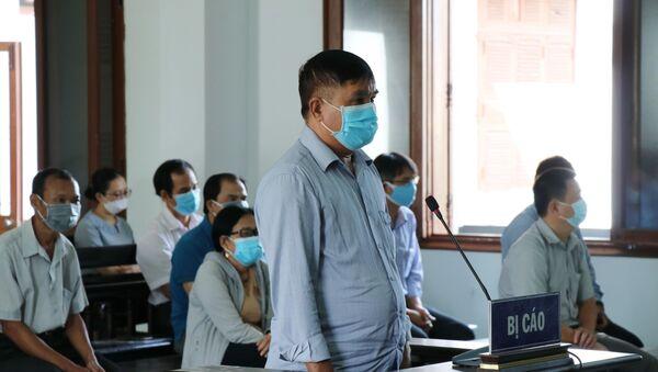 Bị cáo Phạm Văn Dũng, nguyên Phó Giám đốc Sở Nội vụ Phú Yên tại phiên tòa - Sputnik Việt Nam