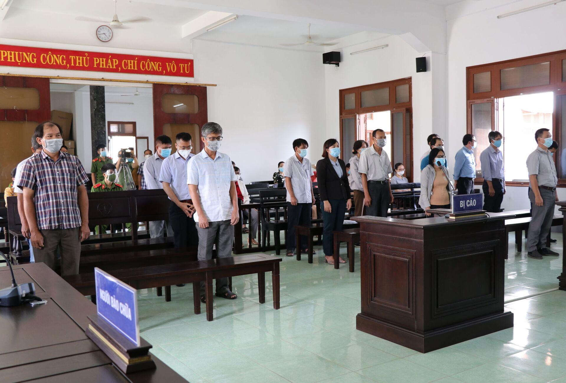 Các bị cáo tại phiên tòa - Sputnik Việt Nam, 1920, 05.10.2021