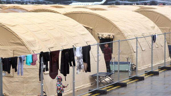 Những người di tản từ Afghanistan tại căn cứ không quân Ramstein của Mỹ ở Đức - Sputnik Việt Nam
