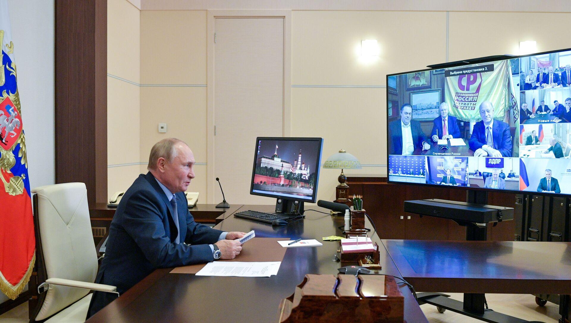 Tổng thống LB Nga phát biểu tại cuộc họp với ban lãnh đạo các đảng phái chính trị gia nhập Duma Quốc gia sau cuộc bầu cử ngày 17-19 tháng 9 - Sputnik Việt Nam, 1920, 25.09.2021