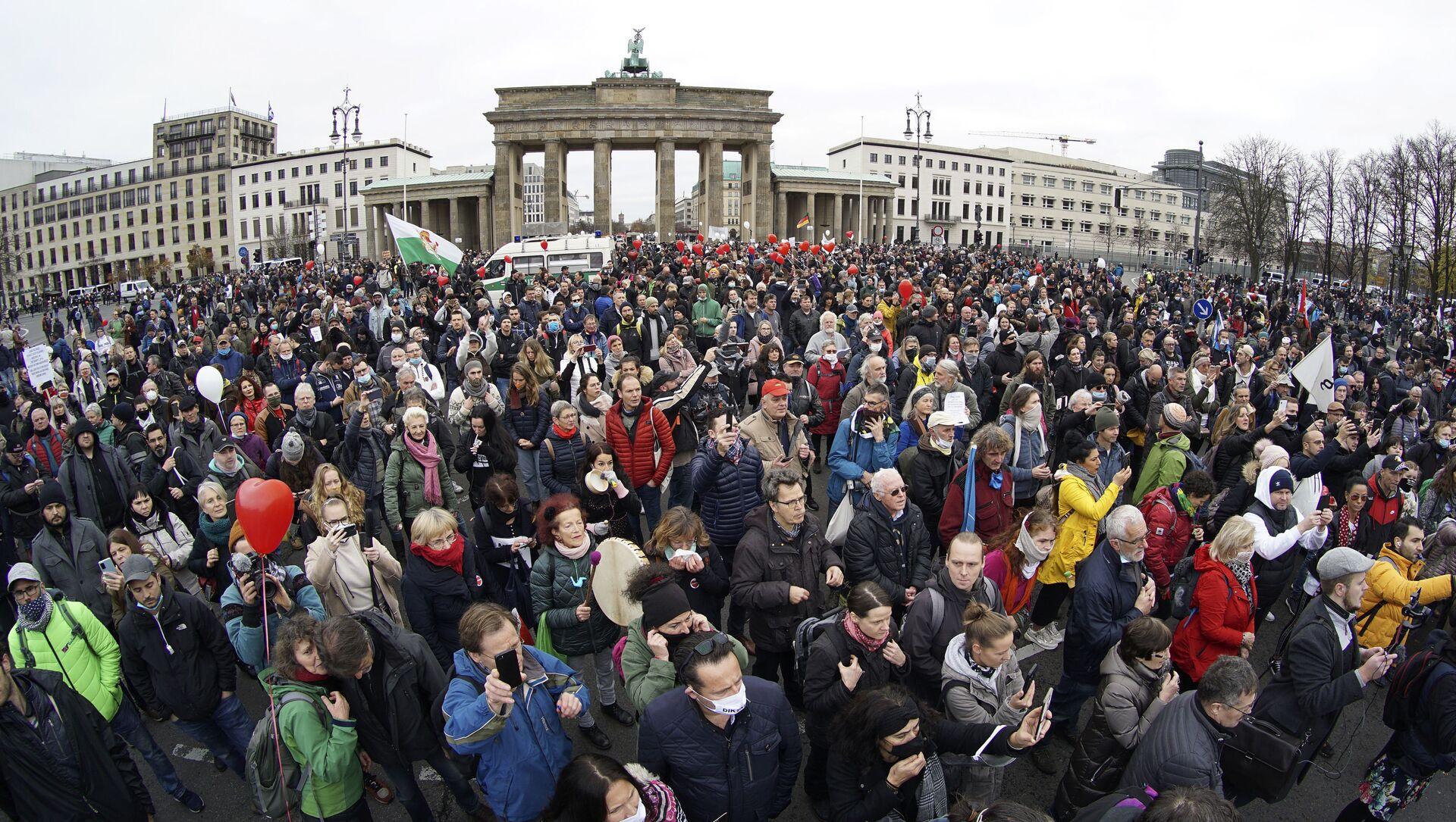 Cuộc bạo loạn chống lại các hạn chế COVID ở trung tâm Berlin, Đức - Sputnik Việt Nam, 1920, 26.09.2021