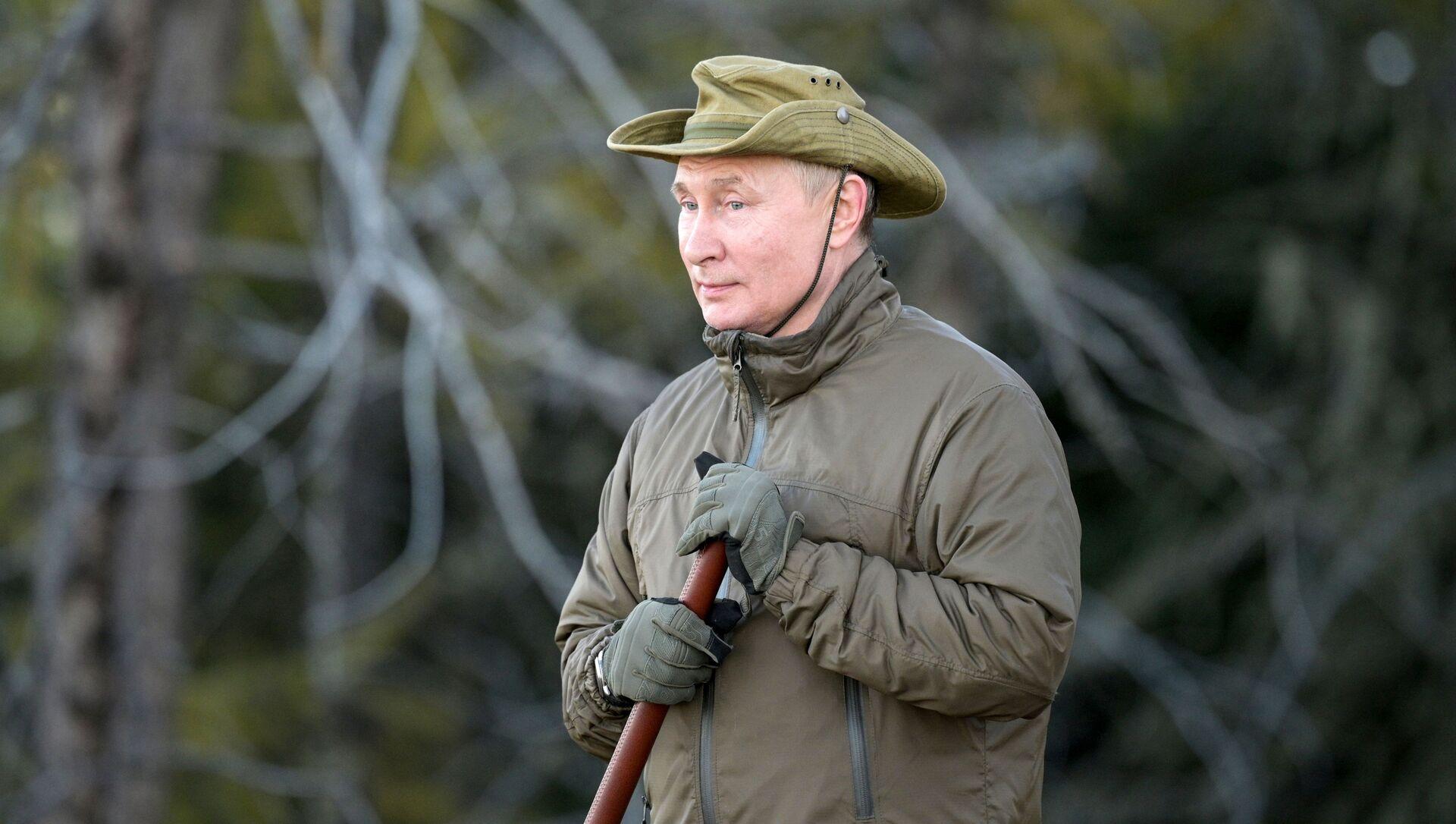 Trong thời gian kỳ nghỉ ở Siberia, Tổng thống Nga Vladimir Putin đã qua đêm giữa rừng taiga - Sputnik Việt Nam, 1920, 27.09.2021