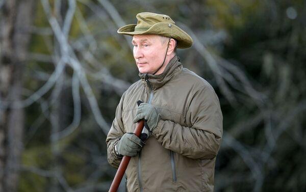 Trong thời gian kỳ nghỉ ở Siberia, Tổng thống Nga Vladimir Putin đã qua đêm giữa rừng taiga - Sputnik Việt Nam