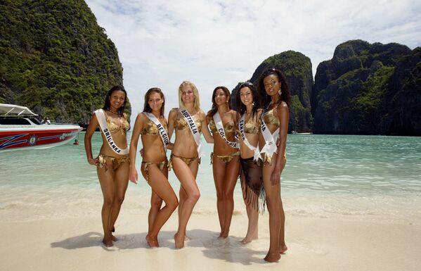 Những người đẹp dự thi «Hoa hậu Hoàn vũ 2005» trên đảo Phi Phi, Thái Lan - Sputnik Việt Nam