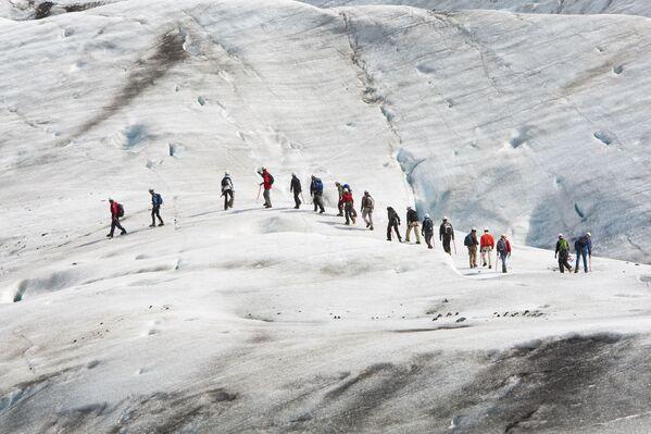 Các nhà leo núi trên sông băng Vatnajokall, Iceland - Sputnik Việt Nam