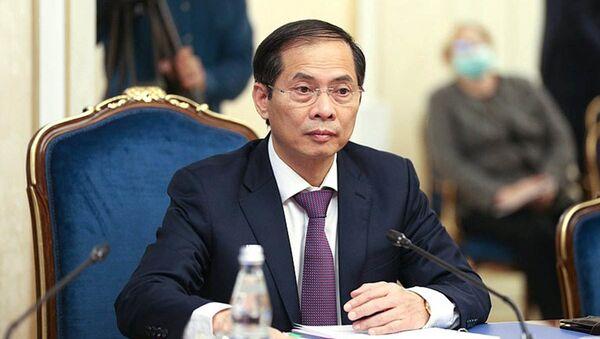 Cuộc gặp giữa Phó Chủ tịch Hội đồng Liên bang (Thương viên Nga) Konstantin Kosachev và Bộ trưởng Bộ Ngoại giao Việt Nam Bùi Thanh Sơn - Sputnik Việt Nam