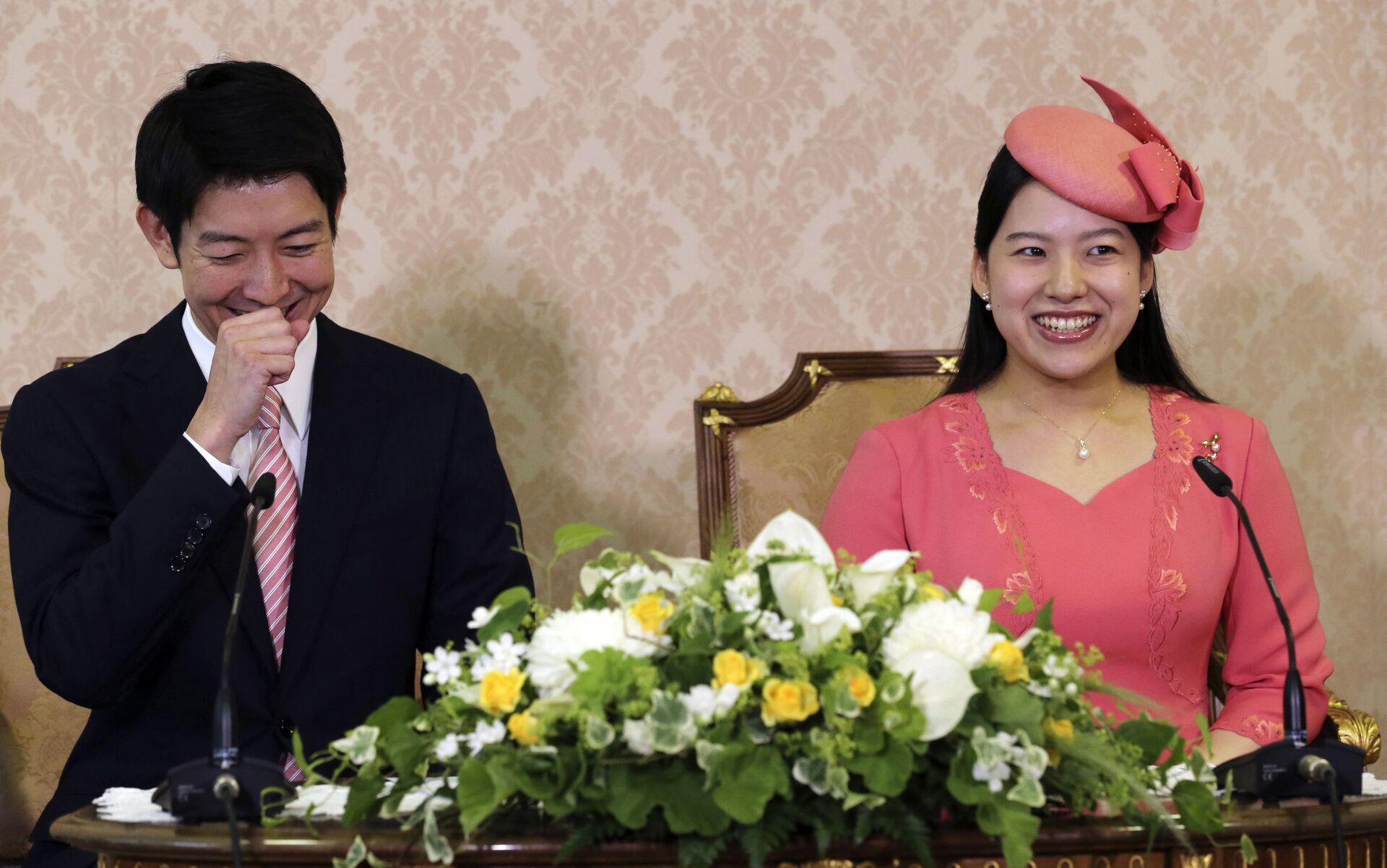 Kei Moriya và công chúa Nhật Bản Ayako trong cuộc họp báo ở Tokyo - Sputnik Việt Nam, 1920, 05.10.2021