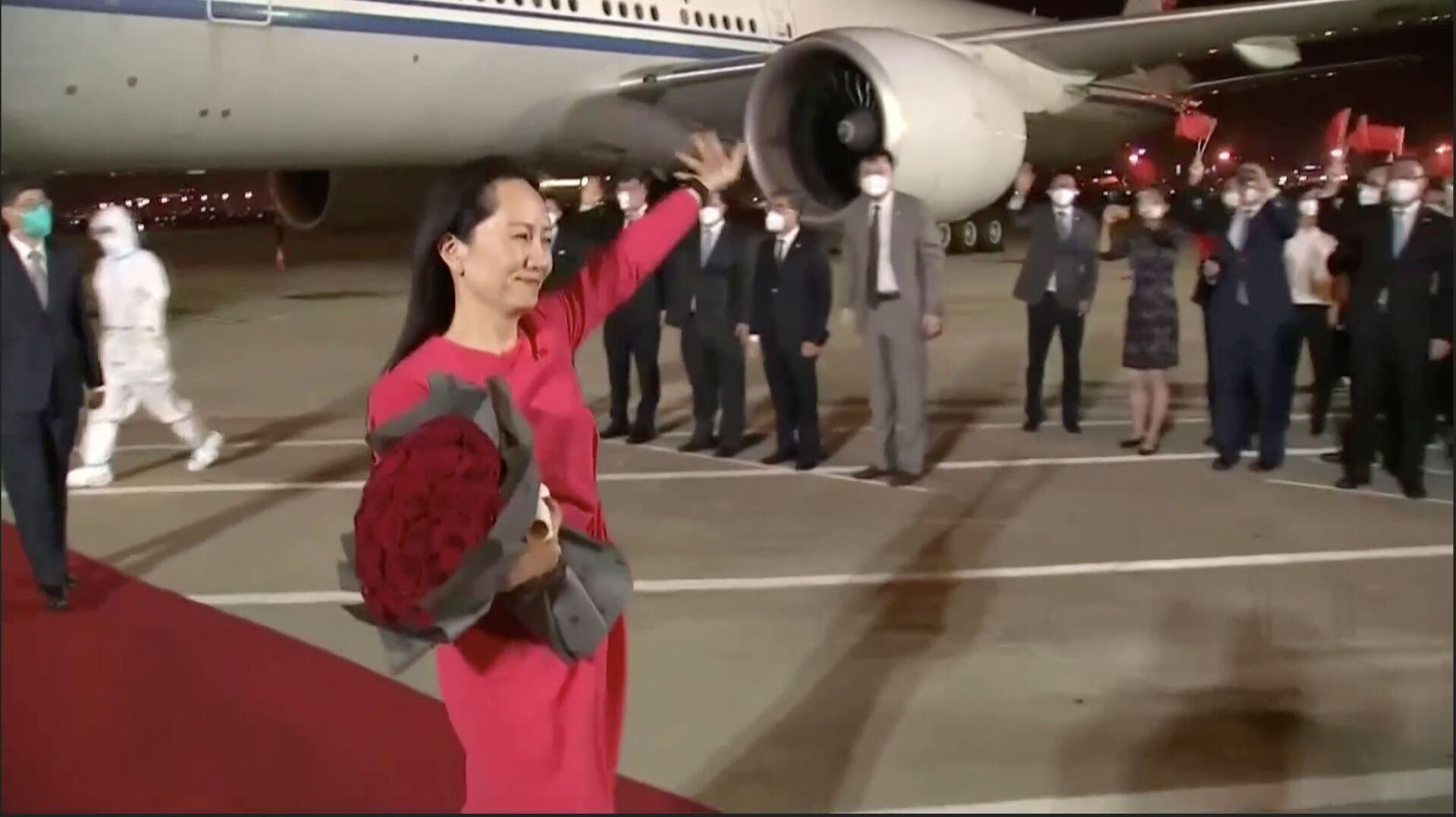 Giám đốc tài chính Mạnh Vãn Chu của Huawei tại sân bay Thâm Quyến - Sputnik Việt Nam, 1920, 05.10.2021