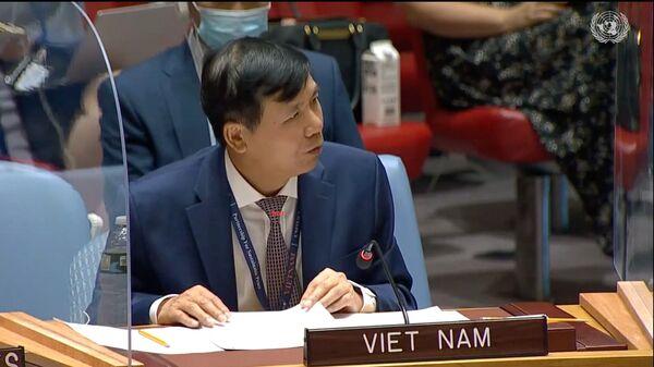 Đại sứ Đặng Đình Quý - Trưởng Phái đoàn đại diện thường trực Việt Nam tại LHQ phát biểu tại phiên họp HĐBA LHQ về tình hình Iraq và hoạt động của Phái bộ LHQ Hỗ trợ Iraq (UNAMI) ngày 25/8/2021. - Sputnik Việt Nam