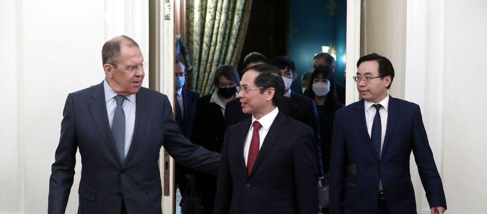 Cuộc họp báo của Bộ trưởng Ngoại giao Liên bang Nga Sergei Lavrov và Bộ trưởng Ngoại giao Việt Nam Bùi Thanh Sơn