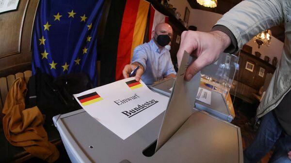 Bỏ phiếu trong cuộc bầu cử quốc hội ở Berlin, Đức - Sputnik Việt Nam