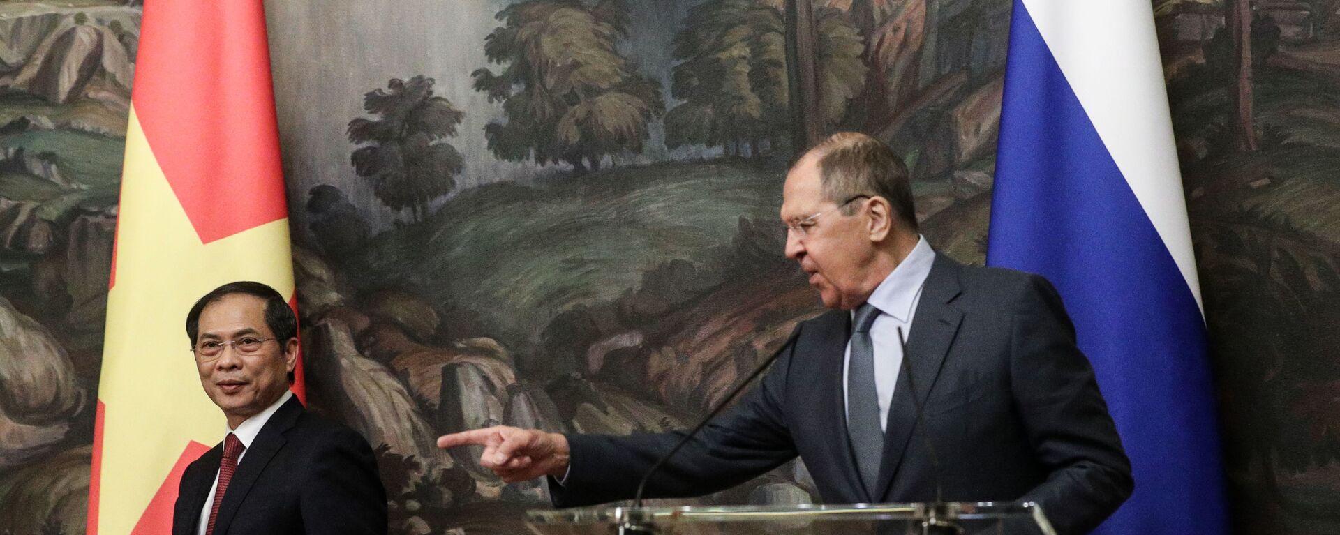 Cuộc họp báo của Bộ trưởng Ngoại giao Liên bang Nga Sergei Lavrov và Bộ trưởng Ngoại giao Việt Nam Bùi Thanh Sơn - Sputnik Việt Nam, 1920, 28.09.2021