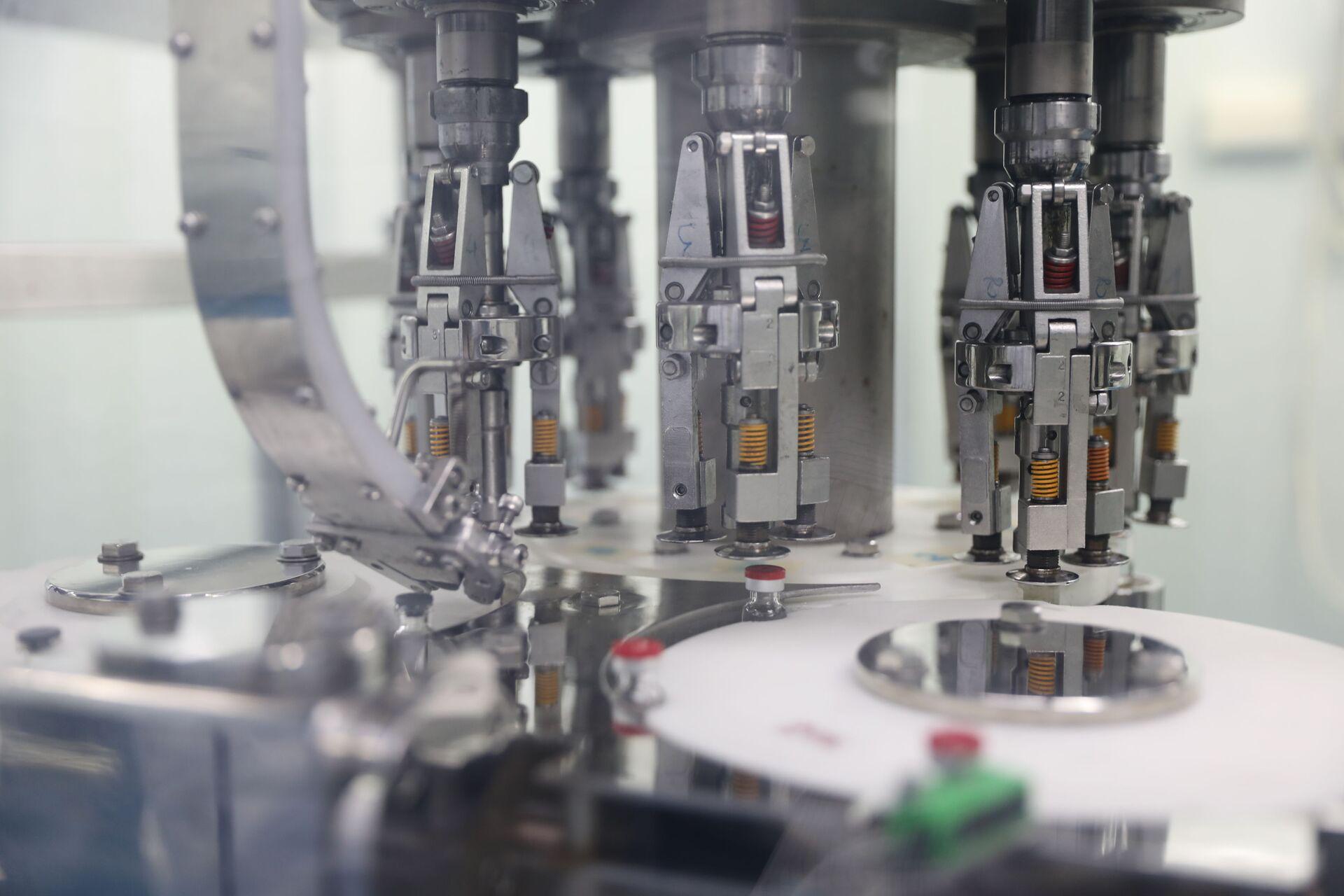 Đóng ống Sputnik V tại cơ sở sản xuất của VABIOTECH. - Sputnik Việt Nam, 1920, 05.10.2021