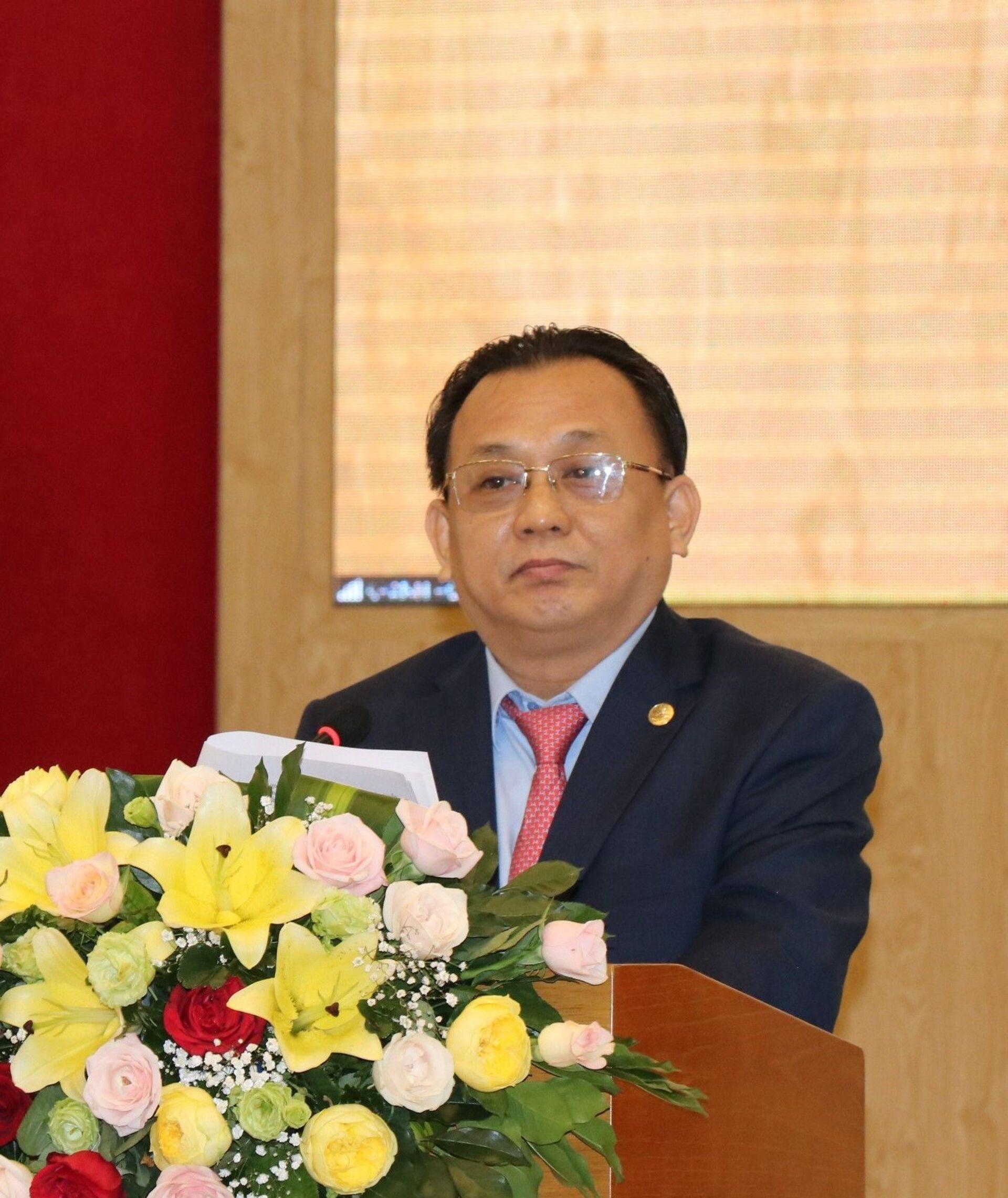 Ông Lê Hữu Hoàng, Phó Chủ tịch Thường trực UBND tỉnh Khánh Hòa phát biểu tại hội thảo. - Sputnik Việt Nam, 1920, 05.10.2021