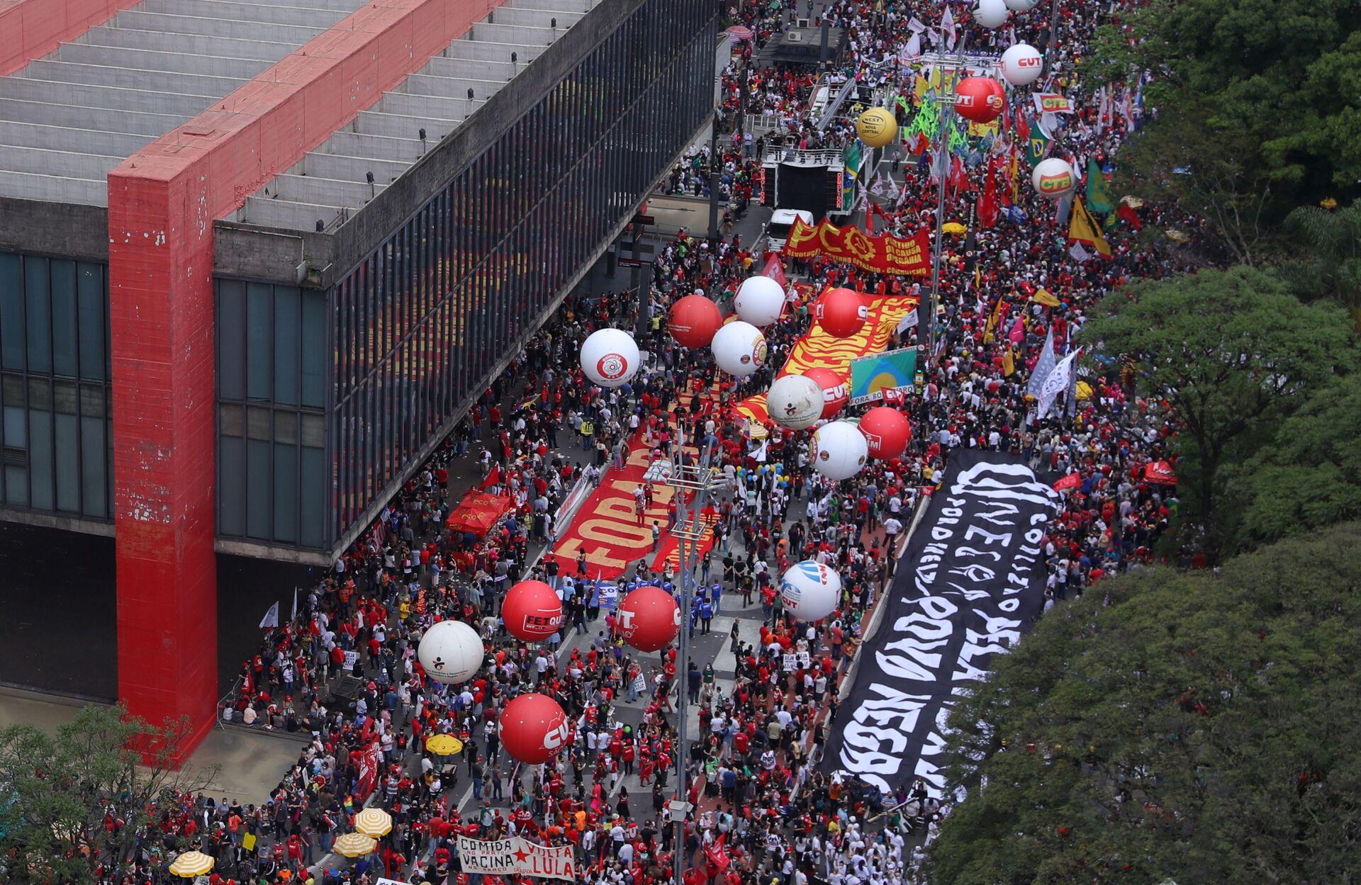 Biểu tình sôi sục ở các thành phố Brazil đòi luận tội Tổng thống - Sputnik Việt Nam, 1920, 05.10.2021