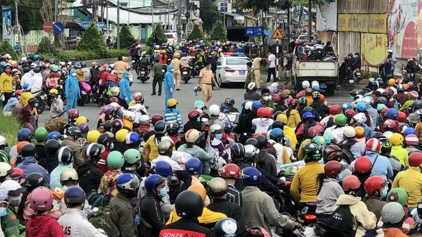 Sóc Trăng: Hàng ngàn người đổ về quê bất chấp khuyến cáo ở lại - Sputnik Việt Nam