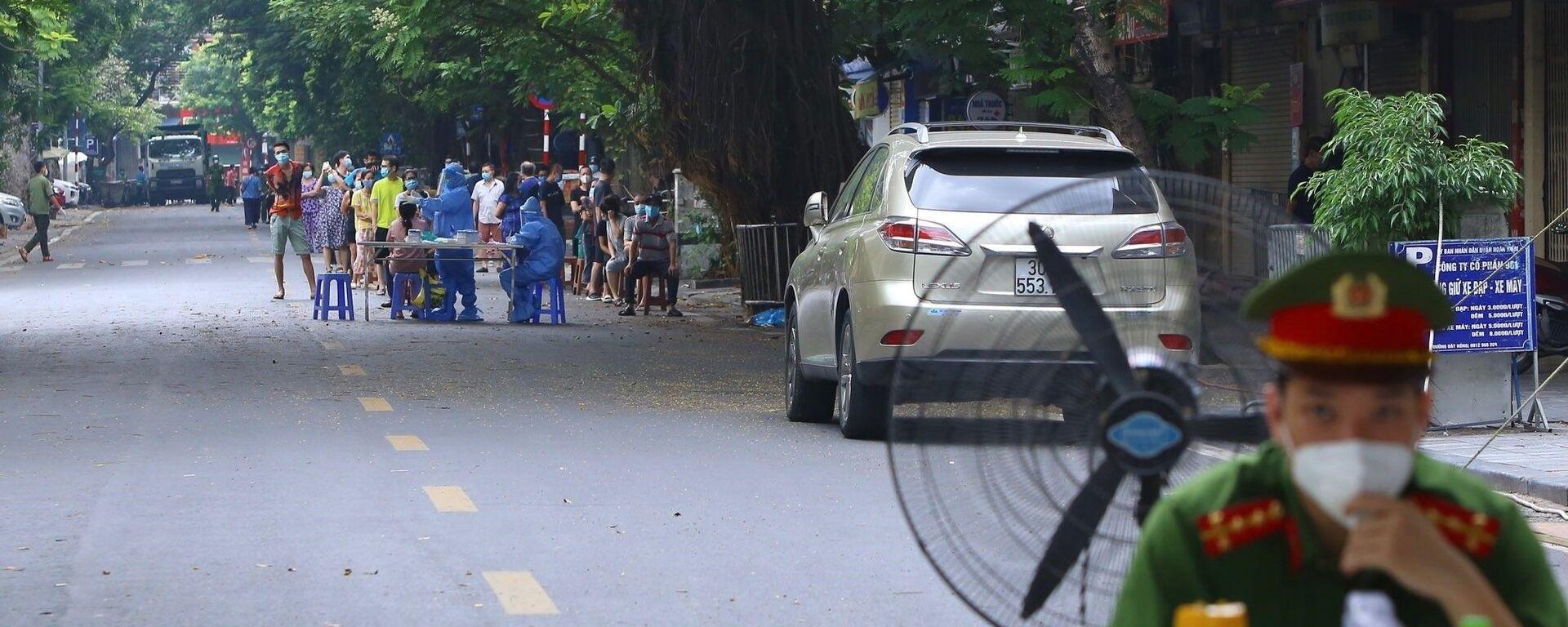 Hà Nội xét nghiệm sàng lọc COVID-19 diện rộng cho cư dân quanh Bệnh viện Việt Đức - Sputnik Việt Nam, 1920, 04.10.2021