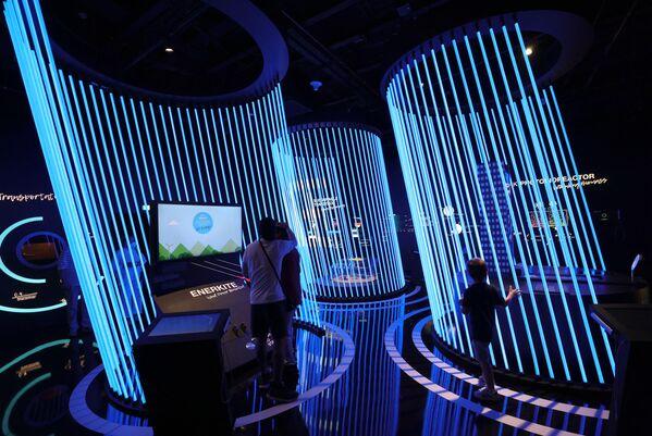 Khách tham quan gian hàng Đức tại Triển lãm Toàn thế giới World Expo 2020 ở Dubai, Các Tiểu vương quốc Ả Rập Thống nhất - Sputnik Việt Nam