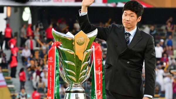 Cầu thủ bóng đá Hàn Quốc Park Ji-sung trong trận đấu cuối cùng ở Abu Dhabi - Sputnik Việt Nam