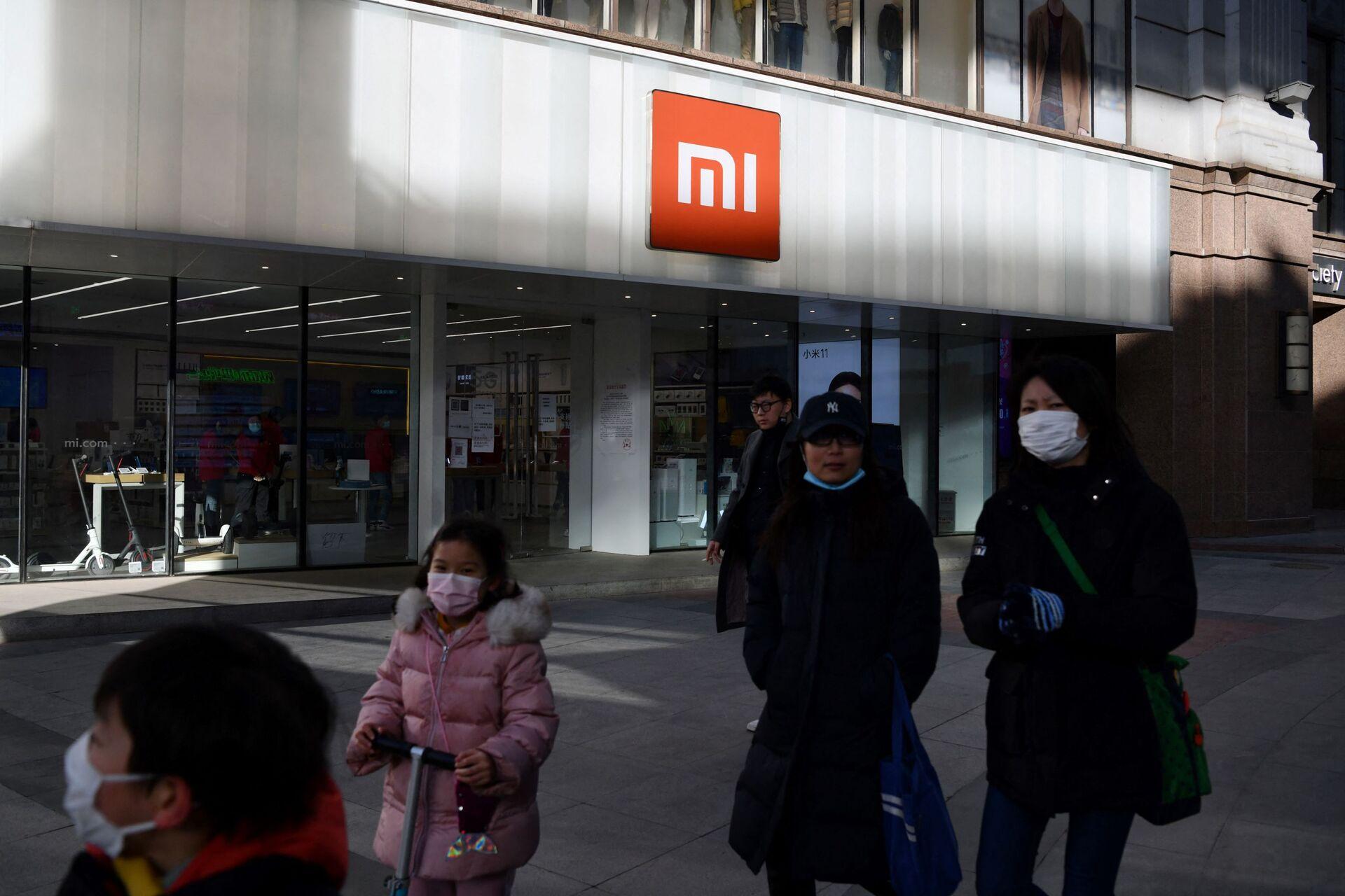 Mọi người đi dạo qua cửa hàng Xiaomi ở Bắc Kinh - Sputnik Việt Nam, 1920, 05.10.2021