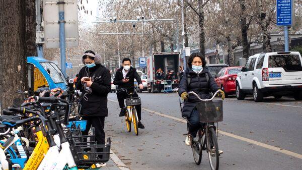 Люди на одной из улиц в Пекине  - Sputnik Việt Nam