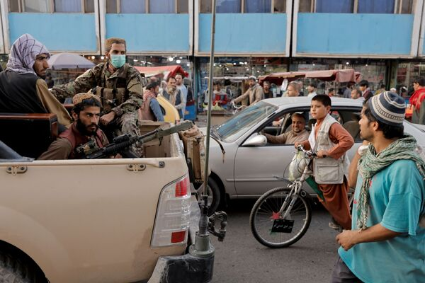 Tuần tra của tổ chức Taliban trên đường phố Kabul - Sputnik Việt Nam