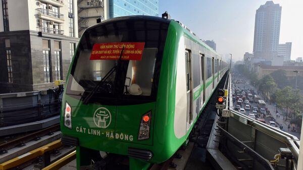 Поезд надземной железнодорожной лини в Ханое - Sputnik Việt Nam