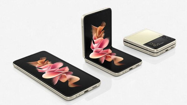 Смартфон Galaxy Z Flip 3 с складным дисплеем  - Sputnik Việt Nam
