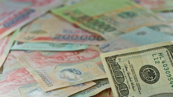 Вьетнамские донги и доллары США - Sputnik Việt Nam