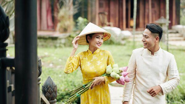 Вьетнамские молодожены в традиционных нарядах - Sputnik Việt Nam