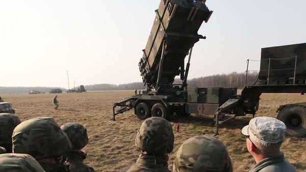 Американские военнослужащие около ЗРК Партриот  - Sputnik Việt Nam