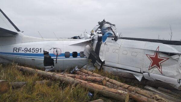Легкомоторный самолет L-410, разбившийся в нескольких километрах от Мензелинска в Татарстане - Sputnik Việt Nam